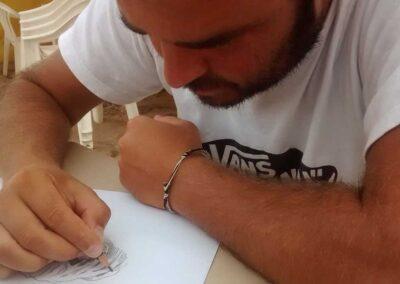 Lucas dibujando